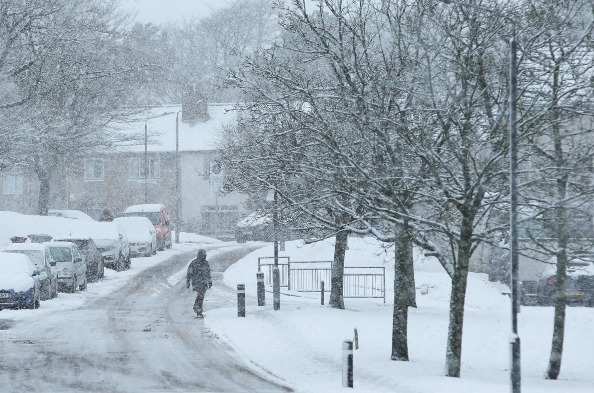 Snow and ice warning as blizzards set to hit county